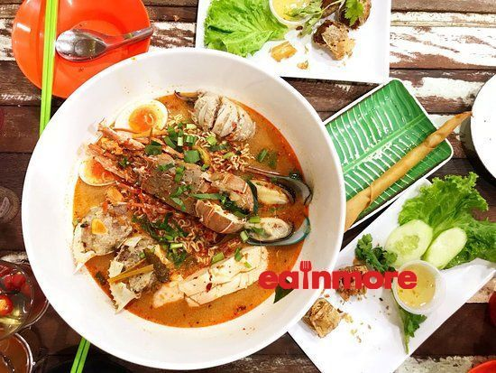 lobster tomyum with maggie